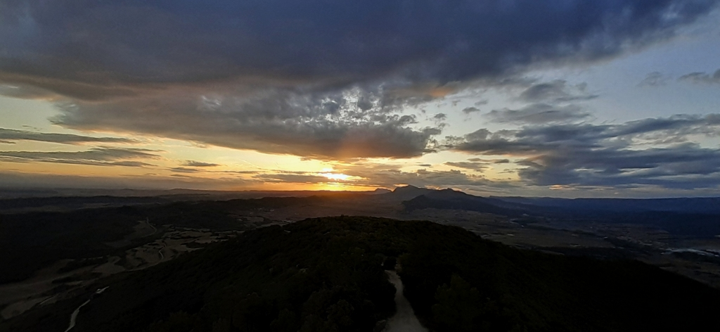 Coucher de soleil depuis le château de Villamayor de Monjardín