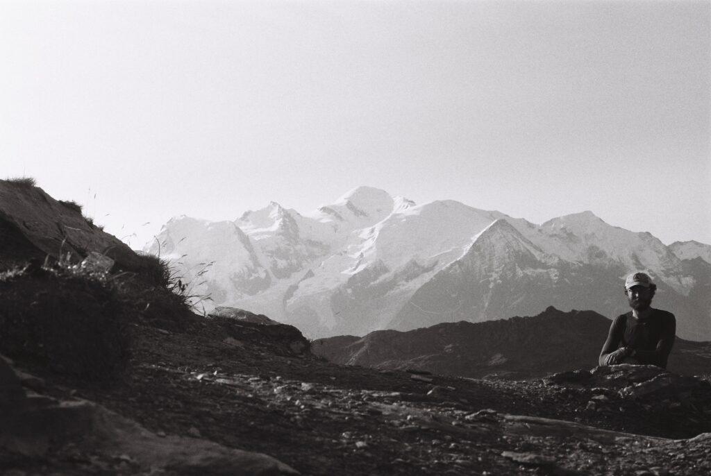 GR français devant le Mont Blanc