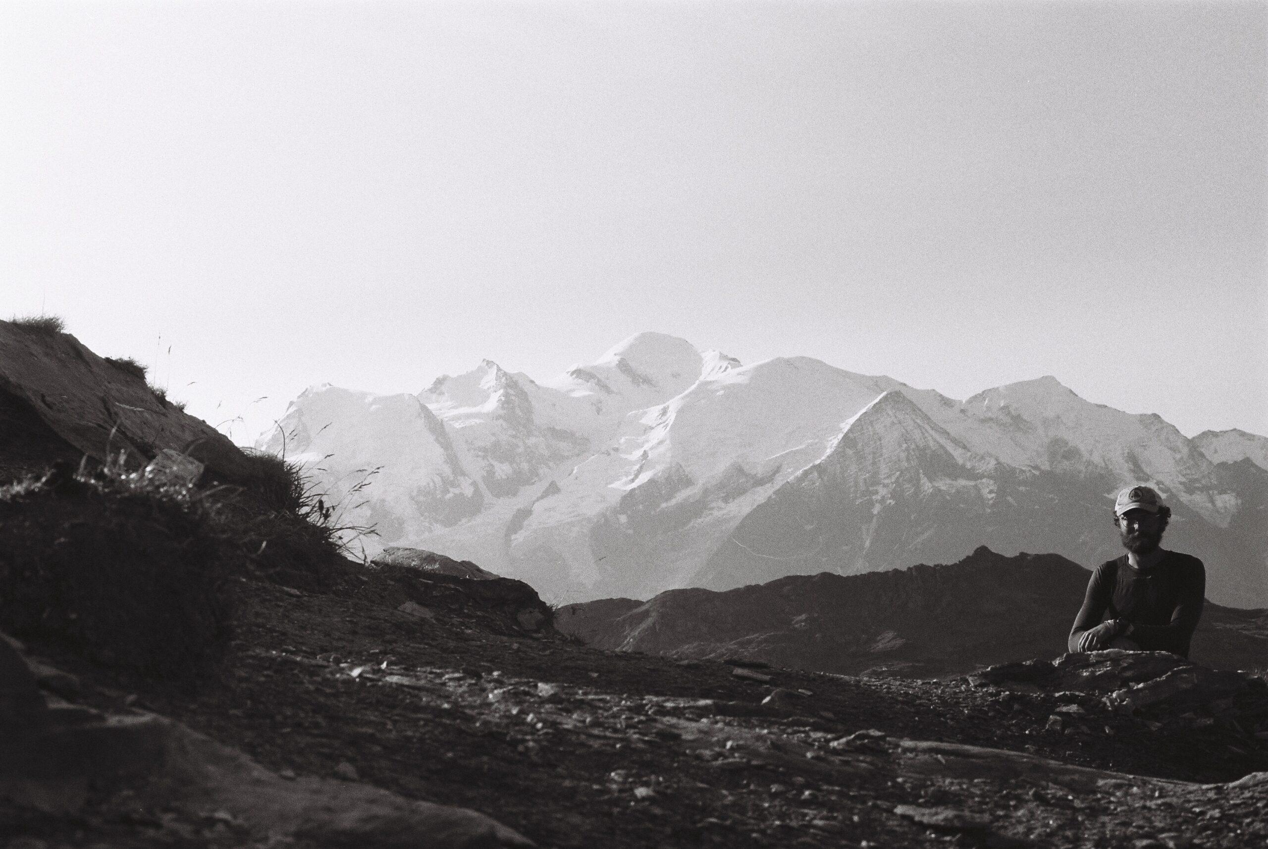 Autoportrait devant le massif du Mont Blanc